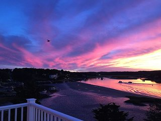 Annisquam River Sunsets: Enjoy spectacular sunsets and a relaxed river vibe.