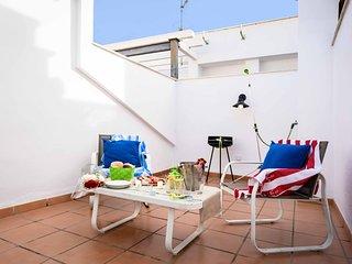 Budget studio with terrace solarium close to Malaga city centre