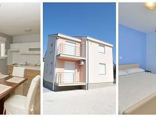 Villa with 4Bedrooms, 2 Floors, WiFi, Parking, BBQ, aluguéis de temporada em Zaton