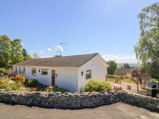 MOSS COTE, stylish bungalow for couples, near Milnthorpe