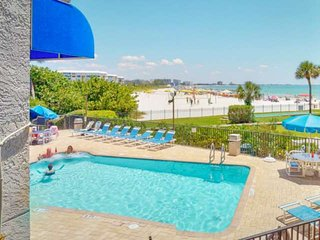 Direct St Pete Beach Beachfront Condo. Overlooking the Heated Pool. Fantastic Vi