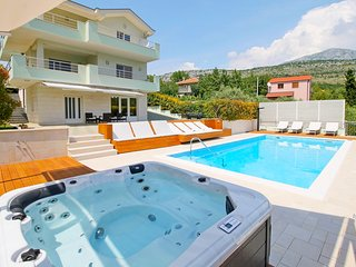 4 bedroom Villa with Pool, Air Con and WiFi - 5794040