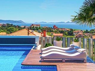 Arra Villa Sleeps 10 with Pool and Air Con - 5794443