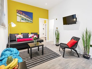 Central Mews House - City Centre - Sleeps 2 to 8 guests