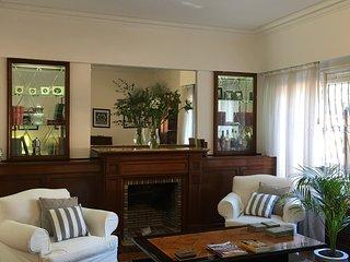 Encantadora e impecable casa, seguridad las 24 hs ,zona residencial Olivos.