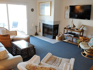 One House Off Ocean + Community Pool + Ocean View + Fireplace + Hear the Waves!