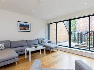 Stunning 3-bedroom house by Clapham Common!