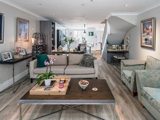 Stunning 2 bedroom house w/ large patio in Fulham!