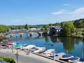 Awesome views! Over bridge is Henley Regatta, Henley Festival & Rewind 80's music festival's home.