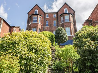 CARISBROOKE, coastal apartment, communal terrace, close to amenities, in
