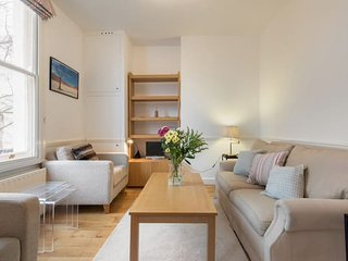 Tasteful 2 bed apt close to Earl's Court Tube