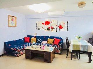 西門町作家居--家大不加價  高CP值(Ximending Writer Home, big and cheap, High value)