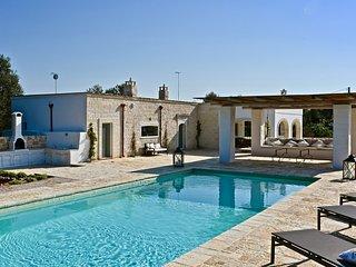 Casolare degli Ulivi, OSTUNI - Villa with private heated pool, WiFi, and AC