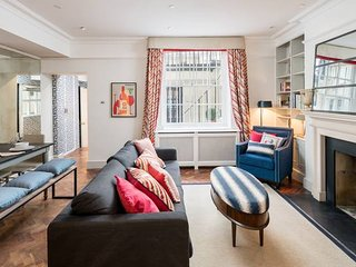Lovely flat in Pimlico w/ courtyard - sleeps 4!