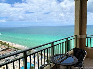 Oceanfront Penthouse, 19th floor views of beaches from Miami to Fort lauderdale