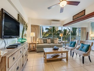 Rustic Beach+Modern Decor. Luxe Condo w/Free WiFi, Full Kitchen–Waikiki Shore
