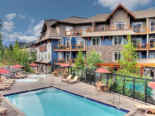 Spacious, Deluxe, Bright Canmore Escape | Access to Pool and Hot Tubs!
