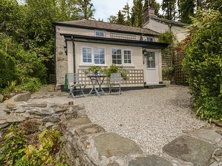 WOODVIEW, pet-friendly, WiFi, near Looe