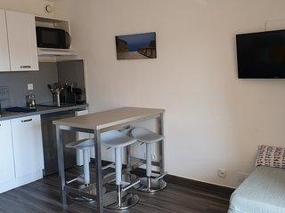 studio climatisé les sablettes- 1mn à pied de la plage-terrasse-wifi gratuit 3pe