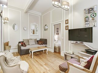 MT - QBAUC A Superb 40sqm 1-BDR next to the Champs Elysees