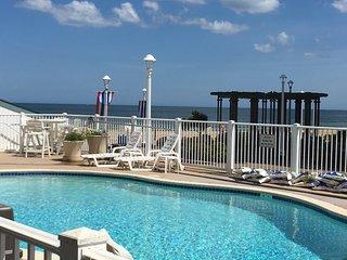 Oceanfront/Boardwalk Studio, Poolside, Beach, Bikes, Chairs, Towels,Free Parking