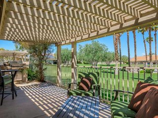 Horizon Palms Condo, close to Indian/W Tennis Garden, Pool access,Private Deck a