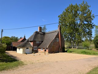 72652 Cottage situated in Wroxham (1.1mls E)