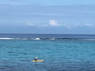 90 M2. Côté mer. Accès direct au lagon. Fare Miti à Paea.