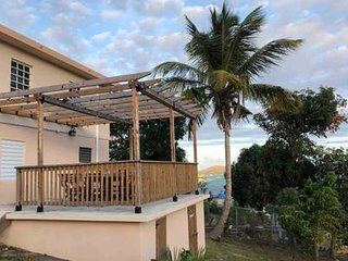 La Pérgola - Bay View Patio, Flex Check-in, WiFi & Hot water!