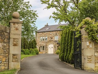 SOMERWOOD, luxury house, woodburner, en-suites, cinema, snooker table, hot tub