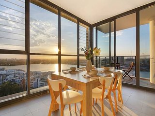 Stunning Sunset Water View 2BEDs on High Rises