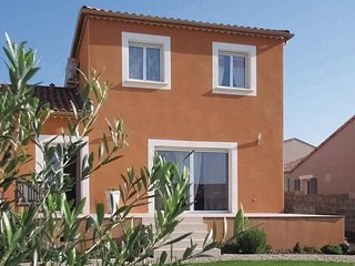 Amazing home in Valros w/ WiFi and 4 Bedrooms