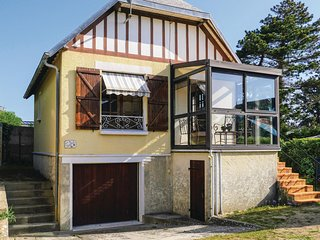 Beautiful home in Hauteville-sur-Mer w/ WiFi and 3 Bedrooms