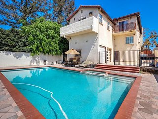 Mid-Wilshire 3BR - Centrally Located w/ Pool Table, Saltwater Pool & Hot Tub