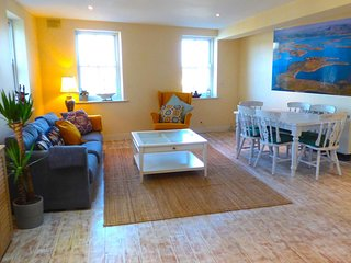Westport Town New Apartment - 8 Person's