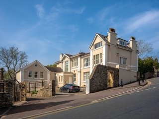 Luxury Two bedroom premium apartment in great location with allocated parking.