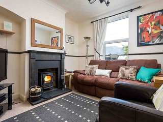 Tukes Cottage is a charming mid-terrace cottage in popular Chipping Norton.