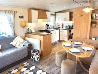 Foxhole 5 - Luxury Dog Friendly 3 Bed Caravan