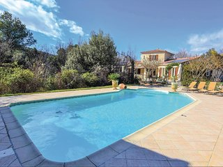 Stunning home in Malaucene w/ Outdoor swimming pool, 4 Bedrooms and Heated swimm