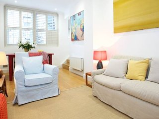 Monthly discount! Apt for 4, moments from Battersea Park