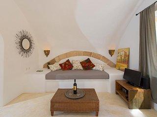 Aria di rodi -Arched Garden Studio, Rhodes Medieval Town