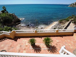First line Villa with private access to the sea and superb sea- and coast views!