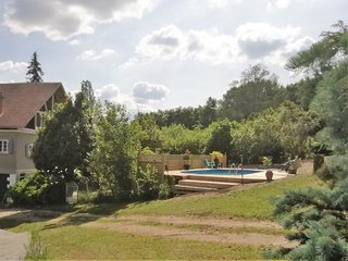 Detached house with private garden in the Dordogne, France
