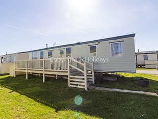 7 berth caravan for hire at St Osyth beach holiday park in Essex ref 28011FI