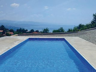 Nice home in Bregi w/ Outdoor swimming pool, WiFi and 5 Bedrooms