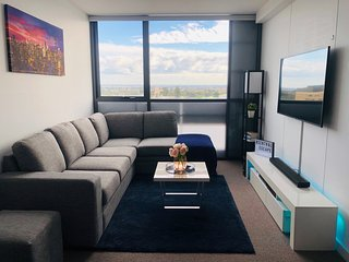 ★LUXURY 1BR APARTMENT★FREE PARKING★NETFLIX★HEATED POOL★GYM★CINEMA★ROOFTOP★