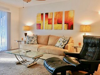 Walk to the beach from this adorable condo. Beachside. Perfect location. Bikes,