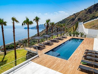 Letojanni Villa Sleeps 14 with Pool and Air Con - 5794436