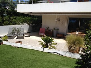 Meuble de tourisme 4 etoiles, calme, 2 terrasses, piscine, a 2 pas de la mer.
