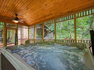1 Bedroom 1 Bathroom Creekside Cabin in Wears Valley area of Pigeon Forge!